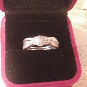 Women's engagement ring and band